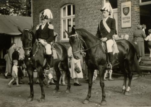 Theodor Klostermann auf Pferd Max + Herbert Börnemann