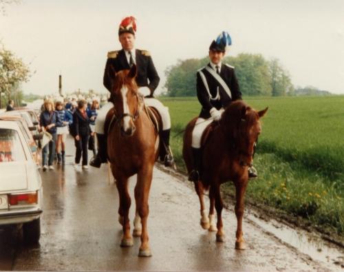Jubiläum 1983 Oberst Tono Holtmann + Adjutant Helmut Averbeck