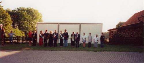 2000 (15)